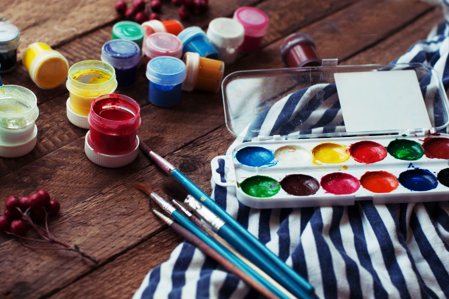 A GUIDE TO PAINTING ON HARDBOARD OR WOOD