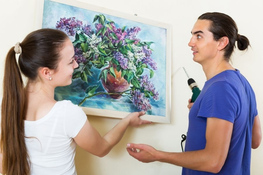 HOW TO HANG WALL ART LIKE A PRO (1)