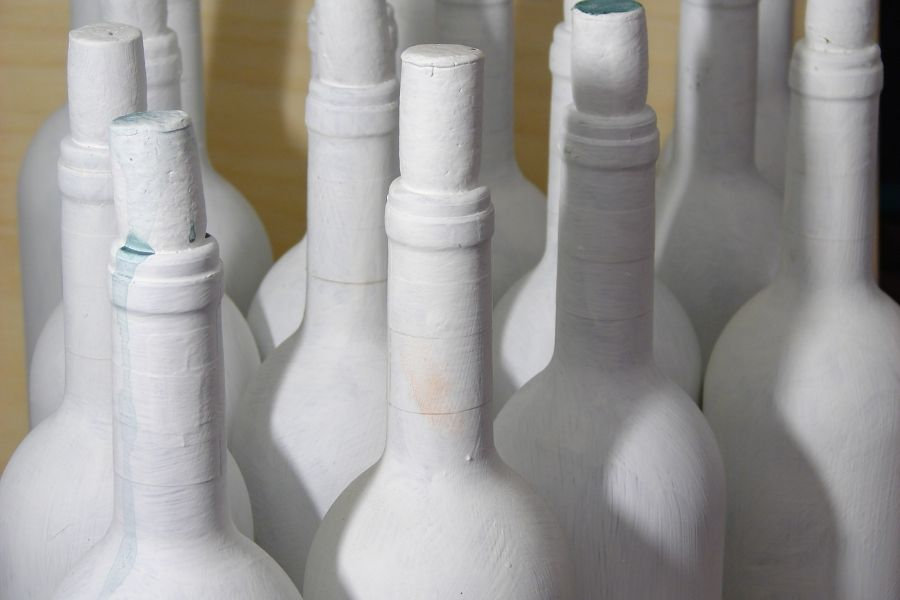 HOW TO MAKE PAINTED WINE BOTTLES (1)