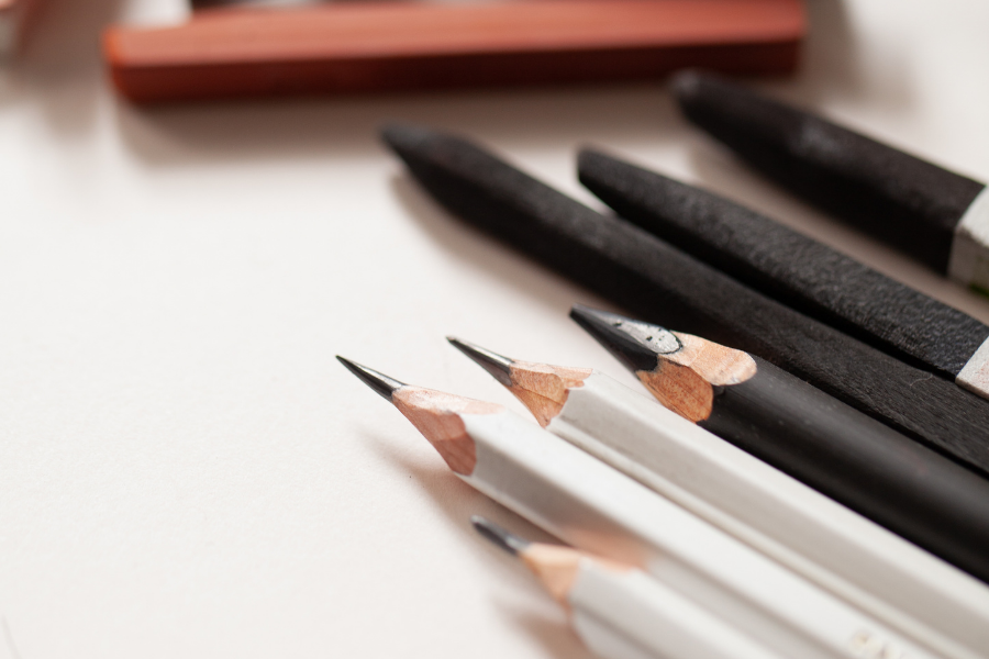 10 ESSENTIAL DRAWING MATERIALS FOR SERIOUS BEGINNERS (1)